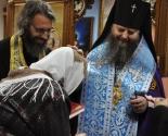 images/2013/Arhiepiskop_Guriy_posetil_patsientov_minskogo_onkodispanserarn.jpg
