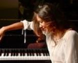 images/2013/Avstraliyskaya_pianistka_Emmba_Hammond_dast_blagotvoritelniy.jpg
