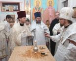 images/2013/Episkop_Veniamin_sovershil_osvyashchenie_hrama_v.jpg