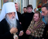 images/2013/Veruyushchie_Belarusi_prodolgayut_pozdravlyat_Patriarshego_Ekzarha.jpg
