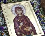 images/2015/Ikona_prepodobnomuchenitsi_Paraskevi_Rimskoy_s_chastitsey.jpg