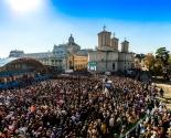images/2017/Krupneyshee_massovoe_palomnichestvo_prohodit_v_Buhareste.jpg