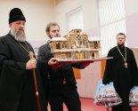 images/2020/Arhiepiskop_Ioann_poseshchaet_ryad_sotsialnih_uchregdeniy/