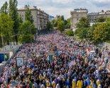 images/2021/350_tisyach_veruyushchih_proshli_krestnim_hodom_po_ulitsam7591965.jpg